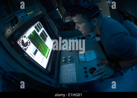 U.S. Navy Mineman 3rd Class Joseph Gibson classifies contracts on the AN/SQQ-32 variable depth mine hunting detection - Stock Photo