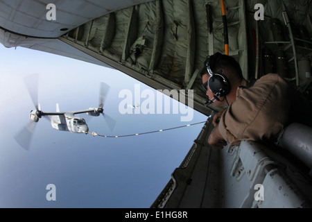 U.S. 5th FLEET AREA OF RESPONSIBILITY (Sept. 23, 2012) - Cpl. Blaise Conway, a KC-130J load master, and Arlington, - Stock Photo