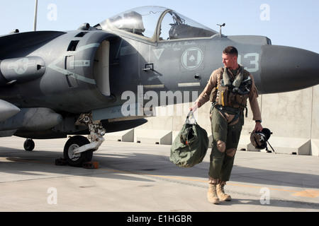 U.S. Marine Corps Capt. Stephen W. White, an AV-8B Harrier aircraft pilot with Marine Attack Squadron (VMA) 211, - Stock Photo