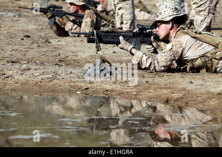 U.S. Marines with Bravo Company, Battalion Landing Team, 1st Battalion, 2nd Marine Regiment, 24th Marine Expeditionary - Stock Photo