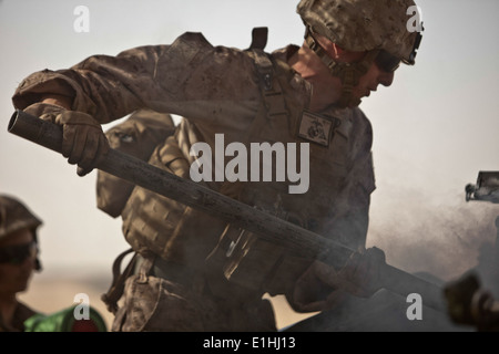 A U.S. Marine with Bravo Battery, 1st Battalion, 11th Marine Regiment, 15th Marine Expeditionary Unit swabs the breach of an M7