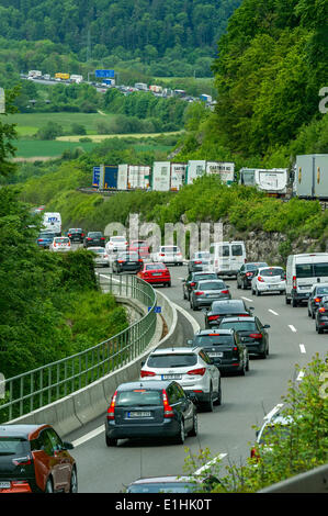 Traffic jam at Kindinger Berg, trailing to Greding in the Altmühl Valley, A9 motorway near Kinding, Upper Bavaria, - Stock Photo