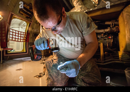 Jet engine mechanic Tech. Sgt. Ewan G. Seeman, 108th Wing, New Jersey Air National Guard, changes out an ejector - Stock Photo