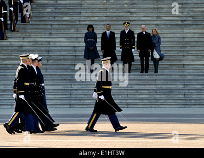 From left, on steps, first lady Michelle Obama; President Barack Obama; U.S. Army Maj. Gen. Michael S. Linnington, - Stock Photo