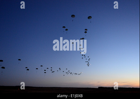 U.S. Army Soldiers from the 1st Battalion, 508th Parachute Infantry Regiment, 4th Brigade Combat Team, 82nd Airborne - Stock Photo
