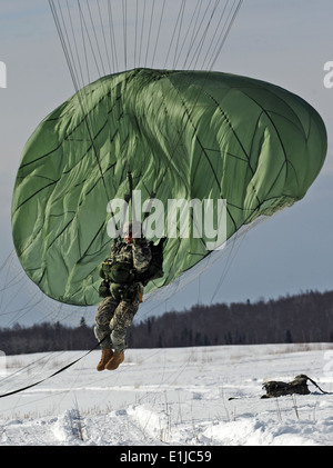 Soldiers assigned to U.S. Army Alaska's 425th Brigade Special Troops Battalion airdropped a Humvee on JBER's Malamute - Stock Photo