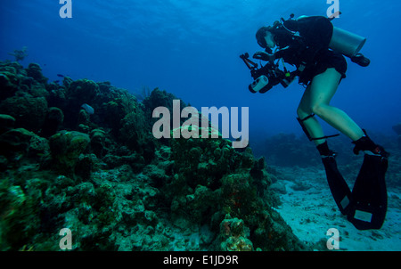 U. S. Navy Petty Officer 2nd Class Kathleen Gorby conducts underwater photography training off the coast of Guantanamo - Stock Photo