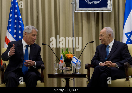 Secretary of Defense Chuck Hagel, left, meets with Israeli President Shimon Peres in Jerusalem, Israel, on April 22, 2013. Hag