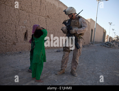 U.S. Marine Corps Cpl. Rodney Altamaranio, right, assigned to Combined Anti-Armor Team 1, 3rd Battalion, 4th Marine - Stock Photo