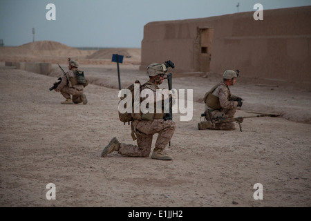 U.S. Marines with Fox Company, 2nd Battalion, 8th Marine Regiment, Regimental Combat Team 7 conduct a mission rehearsal - Stock Photo