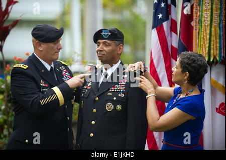 Chief of Staff of the U.S. Army Gen. Raymond T. Odierno, left, and Dr. Carol Brooks, right, promote Lt. Gen. Vincent - Stock Photo