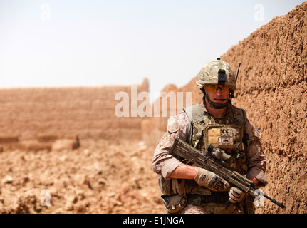 British Royal Air Force Regiment Lance Cpl. Thomas Bailey from Burnley, England, and attached to Fox Company, 2nd - Stock Photo