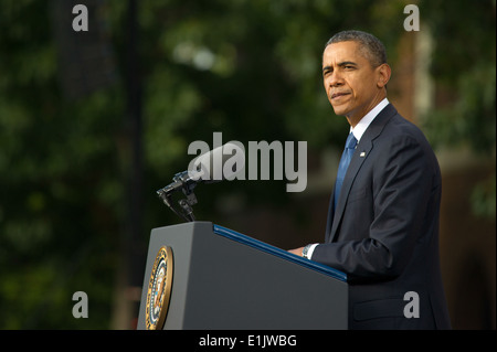 President Barack Obama delivers remarks during a memorial service Sept. 22, 2013, at Marine Barracks Washington - Stock Photo