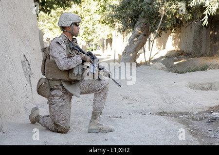 U.S. Marine Corps Staff Sgt. Derrick Warren, a platoon sergeant with India Company, 3rd Battalion, 7th Marine Regiment, - Stock Photo