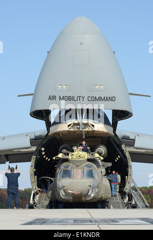 U.S. Airmen unload an Army CH-47 Chinook helicopter from an Air Force C-5 Galaxy aircraft assigned to the 436th - Stock Photo