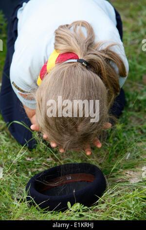 Traditionalist catholic pilgrimage Girl scout praying - Stock Photo