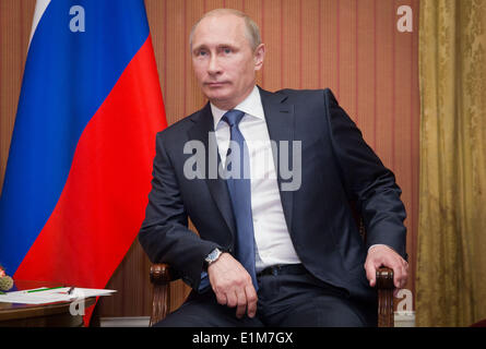 Deauville, Normandy, France. 06th June, 2014. Russian President Vladimir Putin waits for the German Chancellor in - Stock Photo