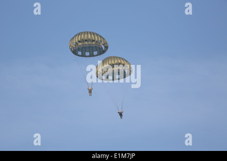 U.S. Marines with 1st Reconnaissance Battalion, 1st Marine Division conduct Jump Training aboard Marine Corps Base Camp Pendlet Stock Photo