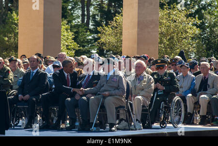 Colleville, Normandy, France. 6th June, US President Obama Shaking Hands with American WWII War Veterans at D-Day - Stock Photo