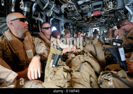 U.S. Marines with Special Purpose Marine Air-Ground Task Force Crisis Response board an MV-22B Osprey tiltrotor - Stock Photo