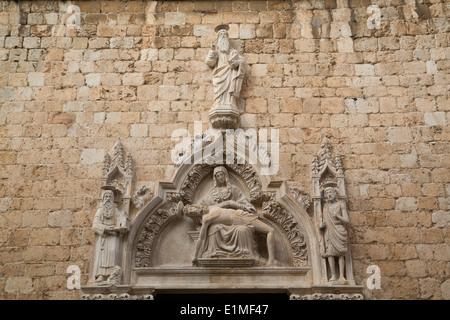 Croatia, Dubrovnik, Old Town, Franciscan Monastery, sculpture work above the door - Stock Photo