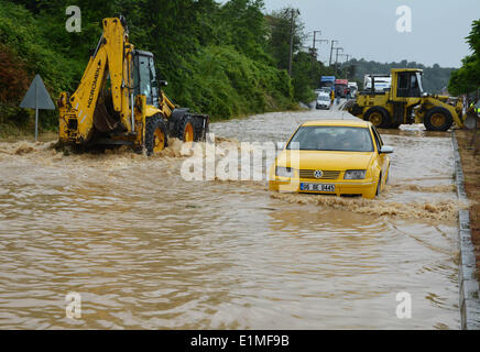 Istanbul. 6th June, 2014. A car moves on a flooded road in Ankara in Duzce in Turkey, on June 6, 2014. Excessive - Stock Photo