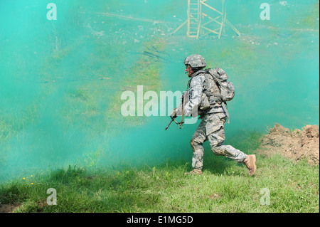A U.S. Army paratrooper assigned to Battle Company, 2nd Battalion, 503rd Infantry Regiment, 173rd Airborne Brigade - Stock Photo