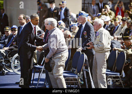 US President Barack Obama and French President Francois Hollande greet WWII veterans during a commemoration of the - Stock Photo