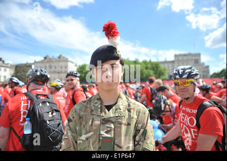 Horse Guards Parade, London, UK. 8th June 2014. More than 2,000 riders make their way onto Horse Guards as the Hero - Stock Photo