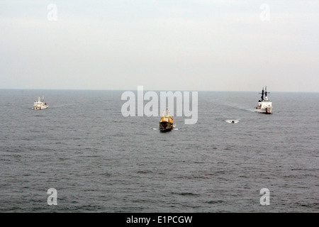 US Coast Guard Cutter Morgenthau transfers custody of the fishing vessel Yin Yuan to the Chinese Coast Guard after - Stock Photo