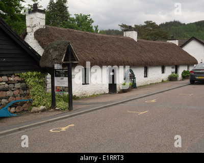 Glencoe and North Lorn Folk Museum housed in old thatched white washed building - Stock Photo