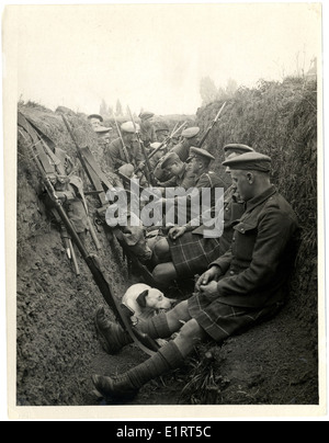 Highland Territorials in a trench [La Gorgue, France]. . - Stock Photo