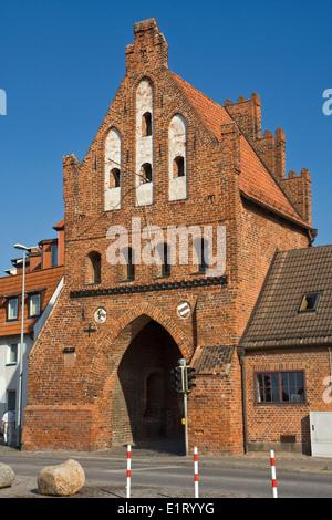 Europa, Deutschland, Mecklenburg-Vorpommern, Wismar, Wassertor, Ansicht von der Hafenseite - Stock Photo