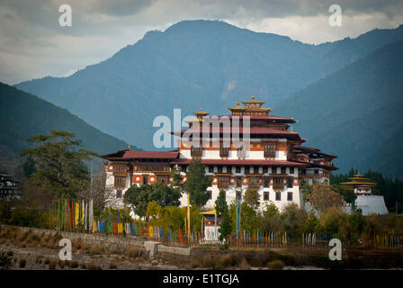 Punakha Dzong built in 1637 is the winter residence of the Central Monastic Body of Bhutan, in Punakha, Bhutan. - Stock Photo