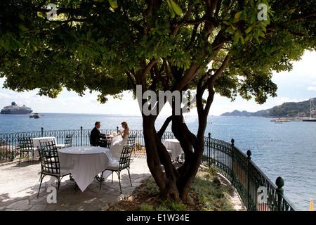 Italy, Liguria, Santa Margherita Ligure, Wedding at Imperiale Palace Hotel. Spuses drinking on the terrace - Stock Photo