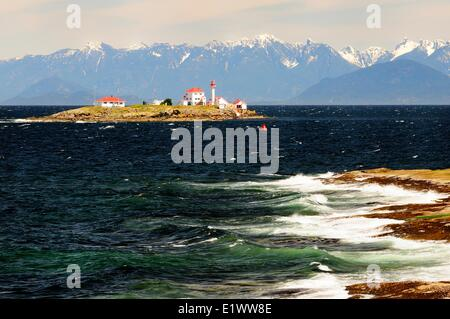 Entrance Island Lighthouse near Gabriola Island in the Strait Georgia near Nanaimo BC.  The mountains in the background - Stock Photo