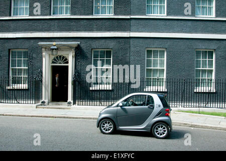 Westminster London UK. 10th June 2014. A smart car pulls up at the entrance of 10 Downing Street Credit:  amer ghazzal/Alamy - Stock Photo