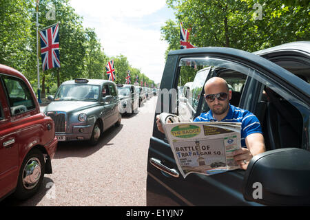 London black cab driver Joe Senatore takes a break on The Mall at protest against Uber the taxi app. The 1 hour - Stock Photo