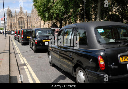 London, UK. 11th June 2014. An estimated 12,000 London taxi drivers protest against the new smartphone app 'Uber' - Stock Photo