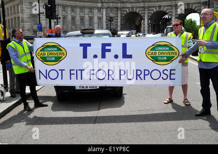 Black cab drivers hold a banner reading ' TFL not fit for purpose' - Stock Photo