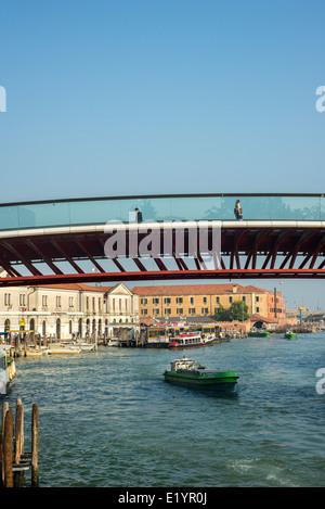 The Ponte della Costituzione (Constitution Bridge), aka Calatrava Bridge, over the Grand Canal at Piazzale Roma - Stock Photo