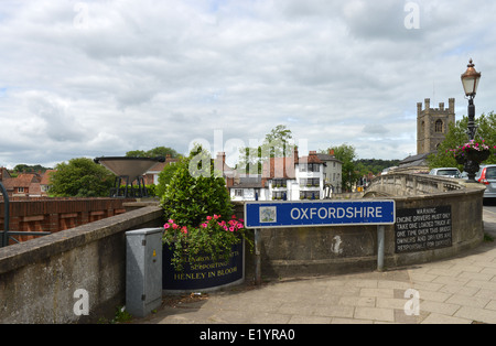 Henley on Thames Bridge, Oxfordshire, UK -2 - Stock Photo