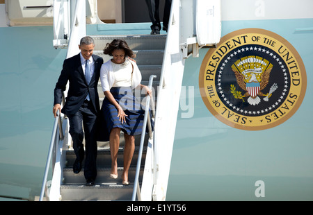President Barack Obama and First Lady Michelle Obama arrive at a windy Austin TX airport Stock Photo