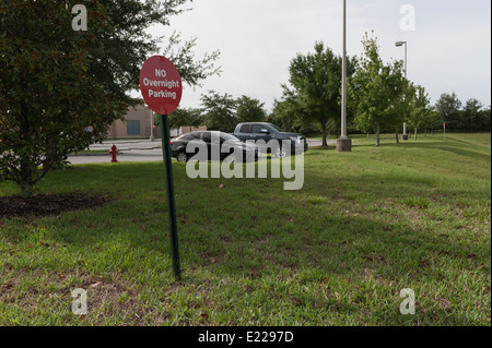 No overnight parking sign located in Central Florida USA - Stock Photo