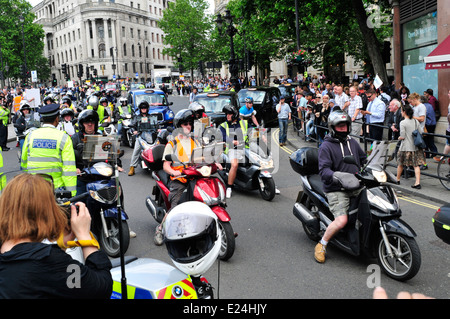 Black cab  drivers bring traffic to a standstill in central London - Stock Photo
