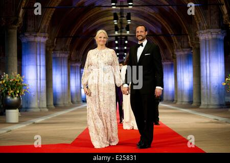 Queen Beatrix Of The Netherlands hosts a Gala Dinner ahead of her abdication  Featuring: Crown Prince Haakon,Crown - Stock Photo