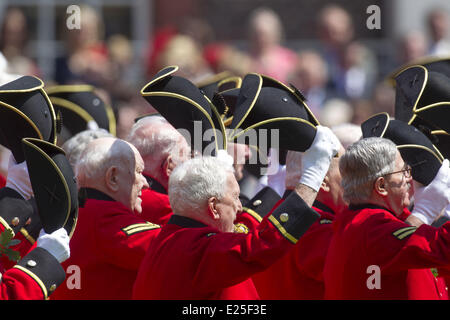 Camilla, Duchess of Cornwall visits the Royal Hospital Chelsea to view the Founders Day Parade. The Duchess toured - Stock Photo