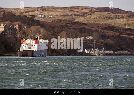 The Caledonian MacBrayne ferry 'Finlaggan' arriving at Port Askaig on Islay. - Stock Photo
