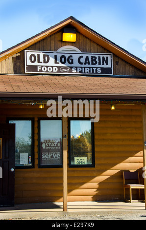 Old Log Cabin is a landmark restaurant along Route 66 in Pontiac Illinois - Stock Photo