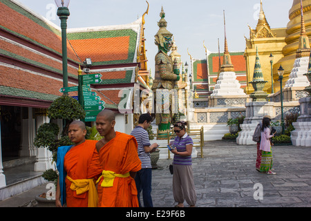 No visit to Bangkok would be complete without seeing the spectacular Grand Palace, undoubtedly the city's most famous - Stock Photo